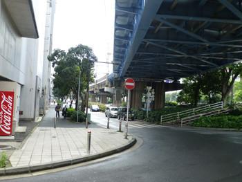 横浜市・JR根岸線の高架線