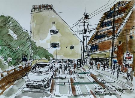 横浜・元町の仲通の駐車場とマンション