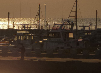 藤沢市・片瀬漁港の夕暮れ