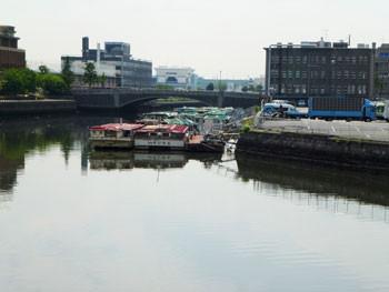 横浜・みなとみらいの汽車道から見た万国橋付近
