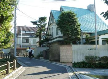 横浜・猫の美術館付近の家々