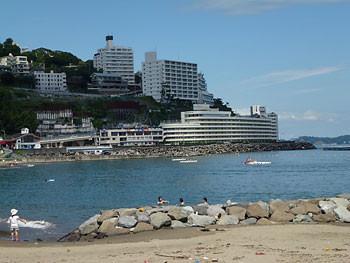 熱海・ホテルとマンション群