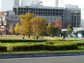 横浜・横浜ワールドポーターズ前の広場