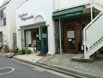 横浜市港北区・エルム通り商店街の裏通り