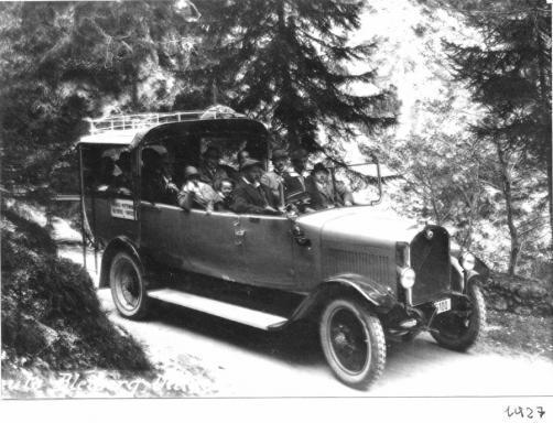 Wiegele - Autobus auf der alten Bleibergerstrasse im Graben 1927