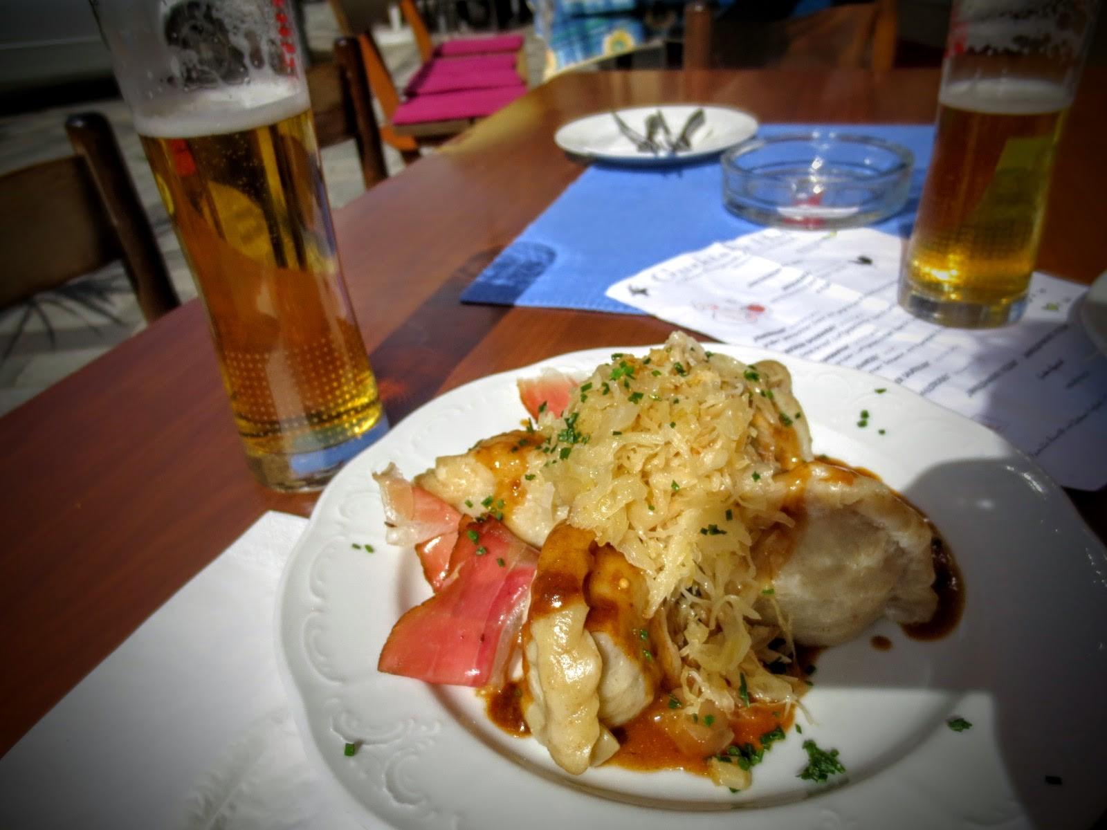 Deftiges Mittagessen am Hauptplatz von Weitensfeld
