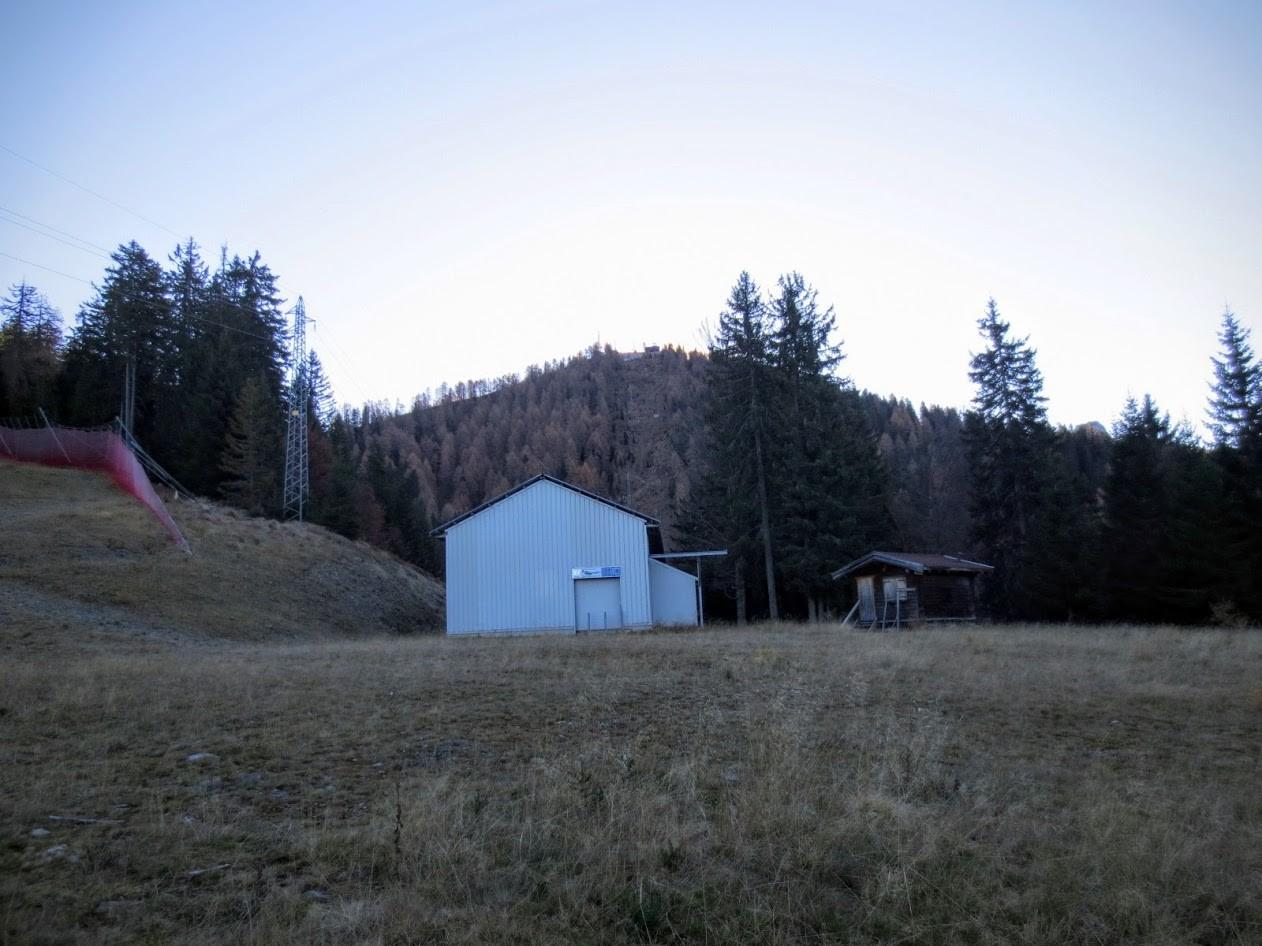 Die Talstation des Alpe Limerza Liftes wartet schon sehnlichst auf Schnee