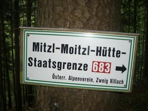 Der Weg 683 führt weiter über die Mitzl-Moitzl-Hütte zum Schwarzkogel bzw. Mallestiger Mittagskogel, wir gehen wieder zurück zum Baumgartnerhof