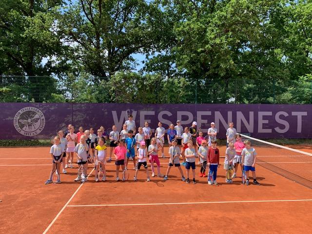 """Wespen Tennis-Camps begeistern Jung & """"Alt"""""""