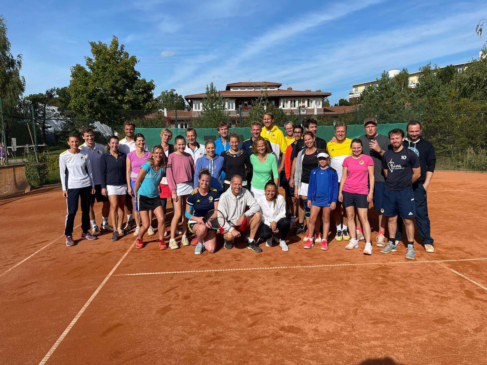 Tennis Mixed Cup schlägt voll ein...