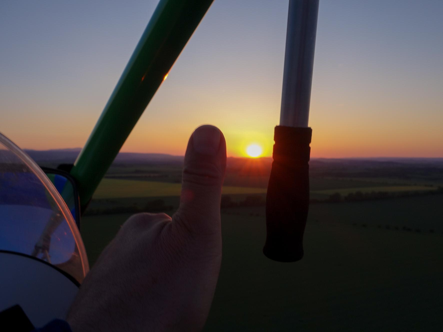 Sonnenuntergang aus dem Fluggerät