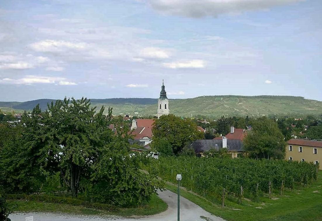 町の中心にある教会からの距離で、ここが町外れにあることがわかるでしょ?