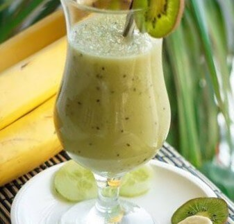 Sommerlicher Gurken-Kiwi-Smoothie | low carb, clean & fruchtig