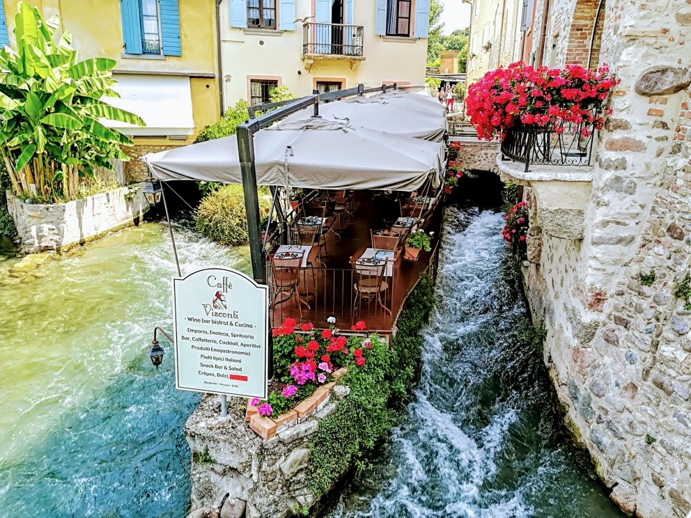 Restaurant in Borhetto - mitten im Fluss Mincio