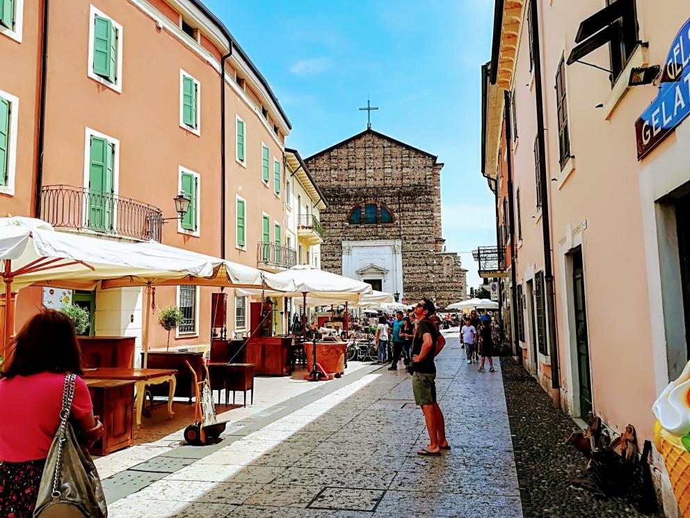 Blick auf die Kirche von Valeggio
