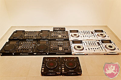 CDJ 2000 black and white limited edition