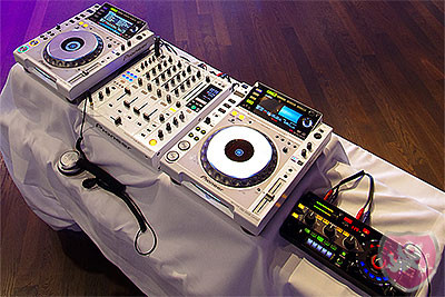 CDJ 2000 DJM 900 limited edition white & RMX 1000