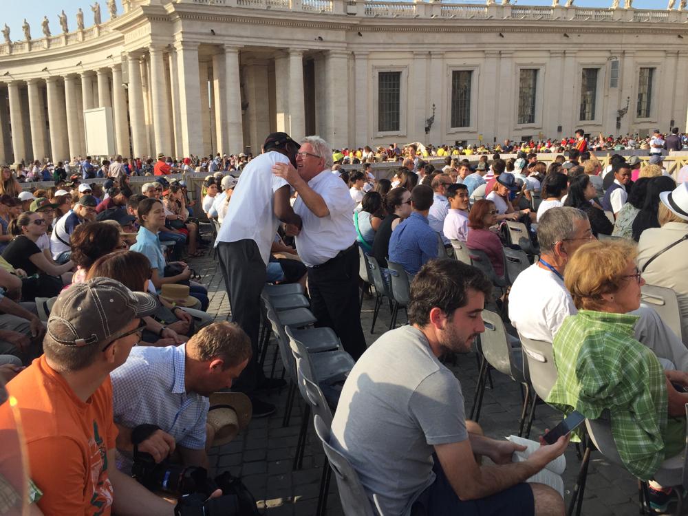 Unseren Dekan Magino haben wir zufällig auf der Papstaudienz getroffen