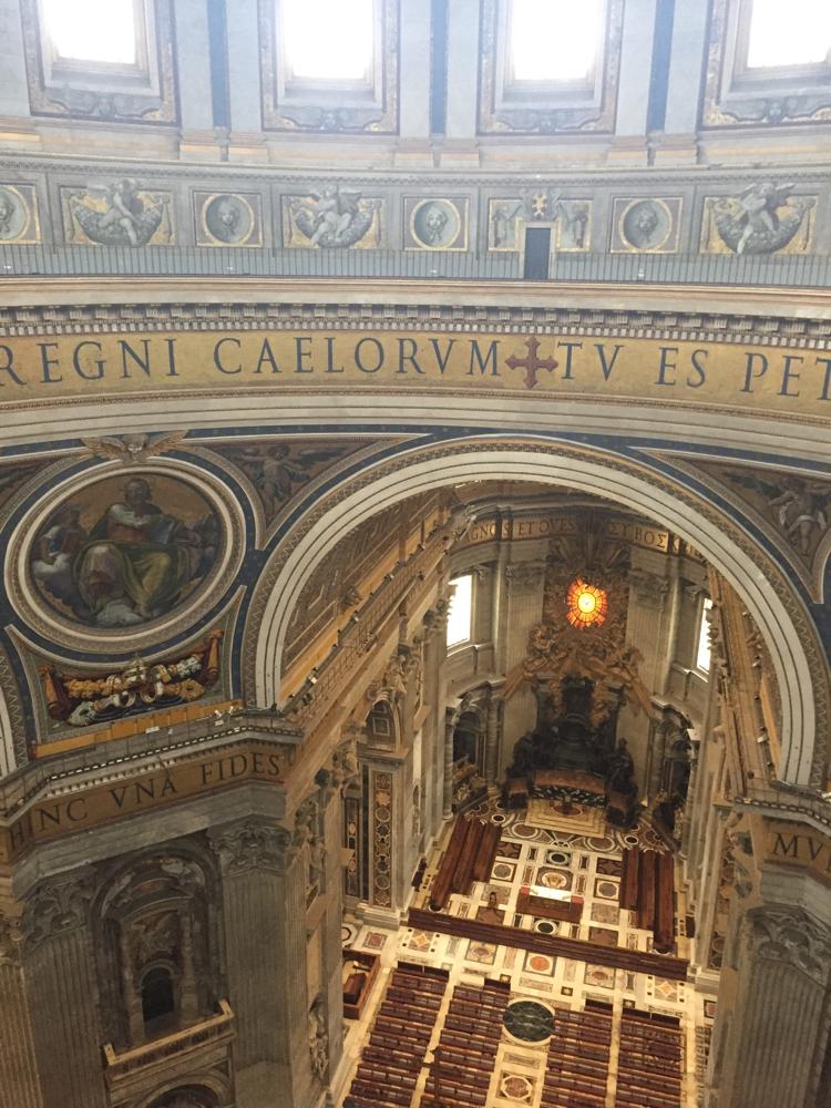 Blick von der Kuppel in den Petersdom