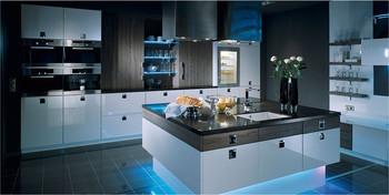 hochglänzend lackierte Küchenfront