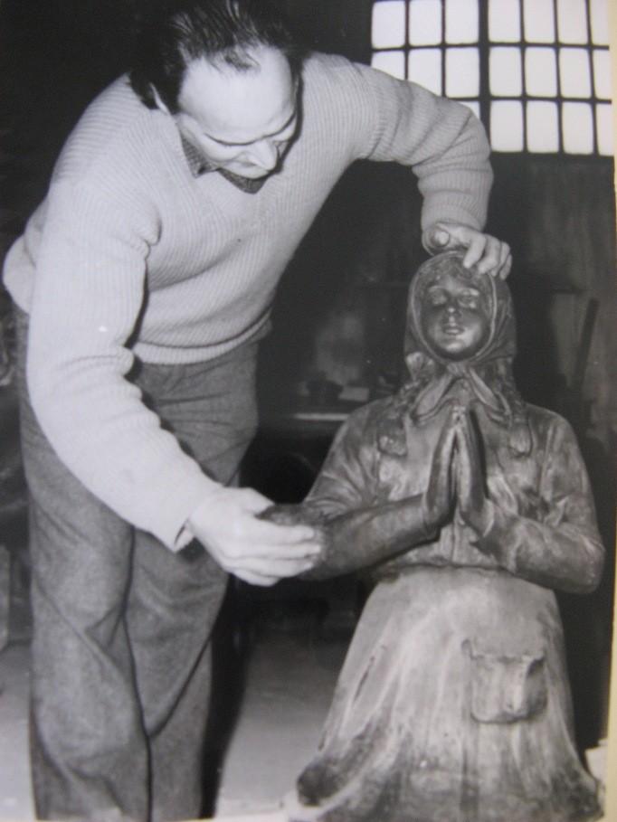 Rifinitura di un'opera in bronzo