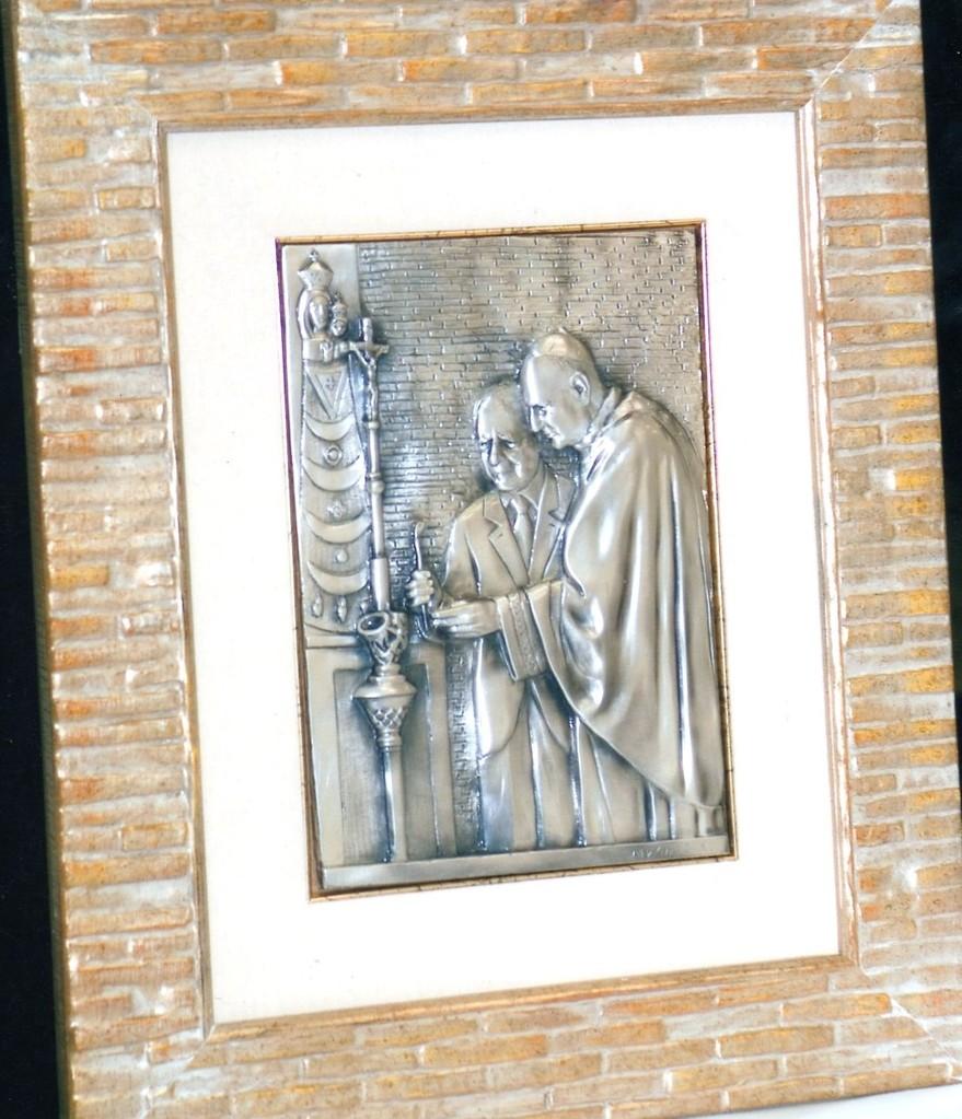 Mons. Comastri e il Presidente Ciampi, argento
