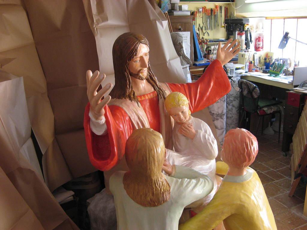 Gesù e i piccoli, resina policromata, Firenze 2008