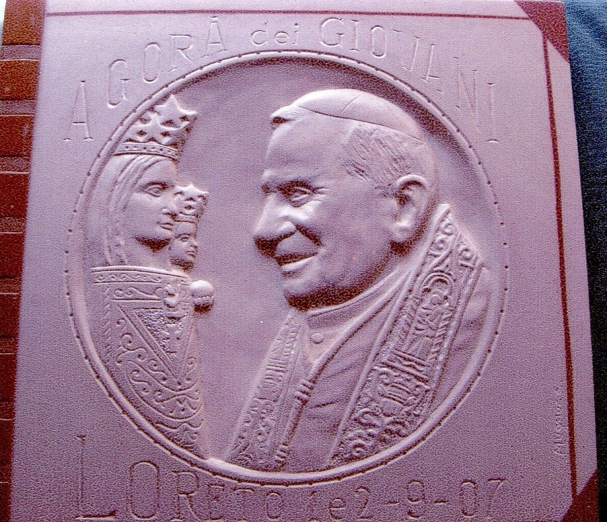 Benedetto XVI, pietra calcarea spagnola