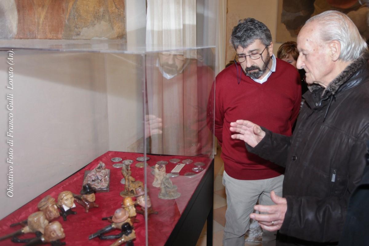 L'artista con il Direttore del Museo Pontificio, dott. Vito Punzi