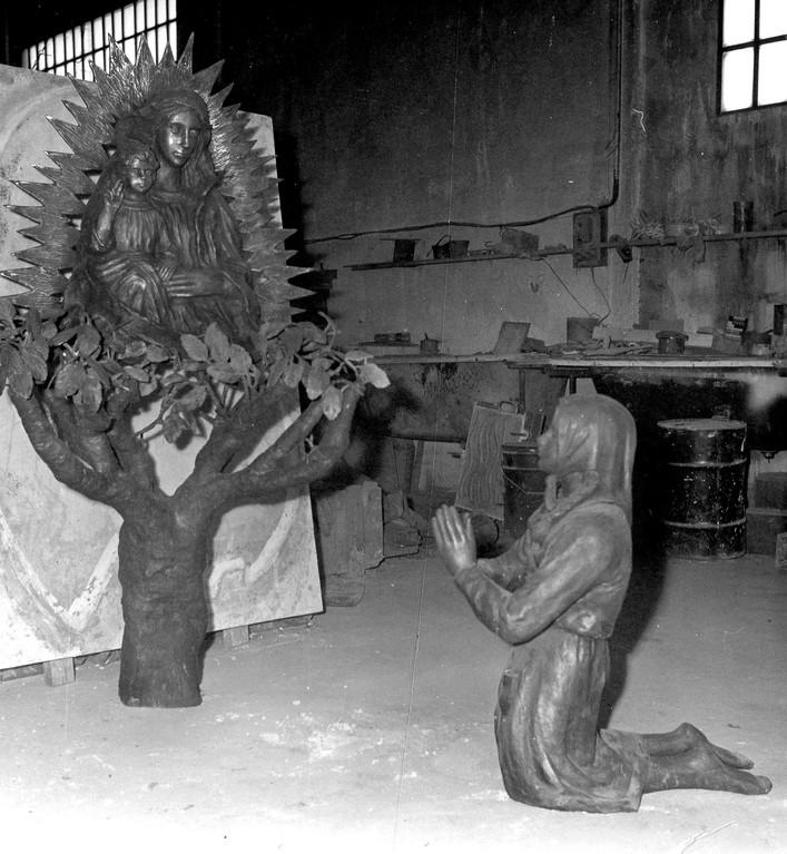 Apparizione a Santina della Madonna dell'Ambro, bronzo, Montefortino (AP) 1982