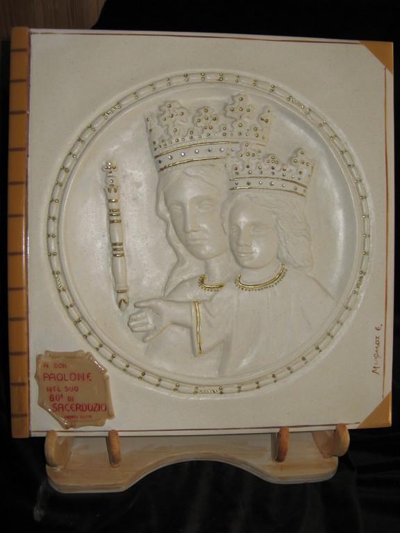 Madonna con bambino, bassorilievo in pietra calcarea spagnola, 2006