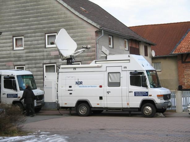 Das Equiqment des NDR wird für die Sendung aufgebaut