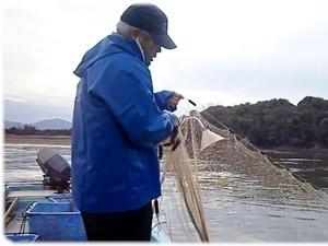 春には皇室献上の【しらうお漁】が行われます