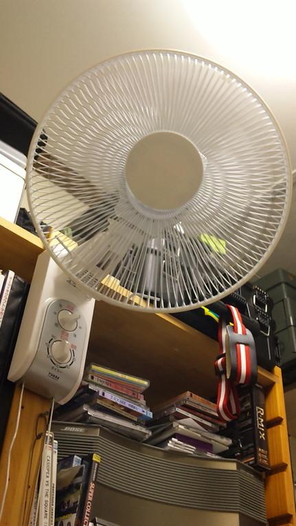 壁掛け扇風機導入。