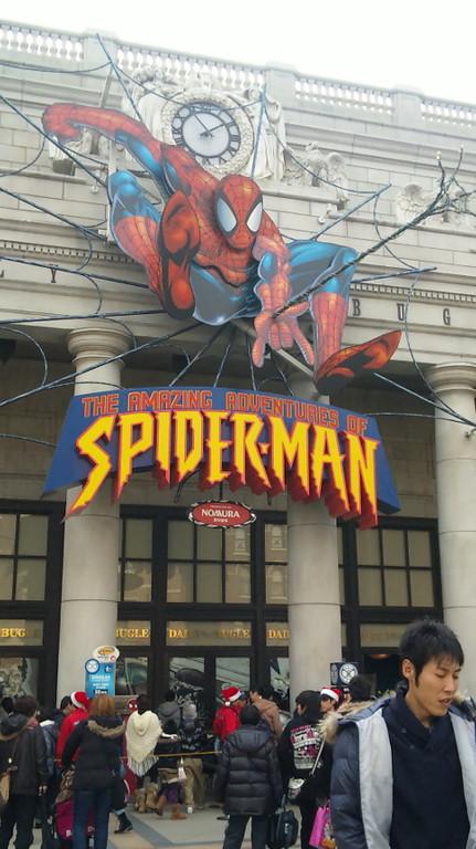スパイダーマン・・・・も上下左右、爆音や水が飛び交います。