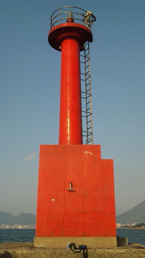 赤灯台 青空に赤が映えます。