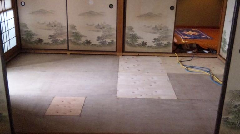 床板はあらかじめ補修してありました。