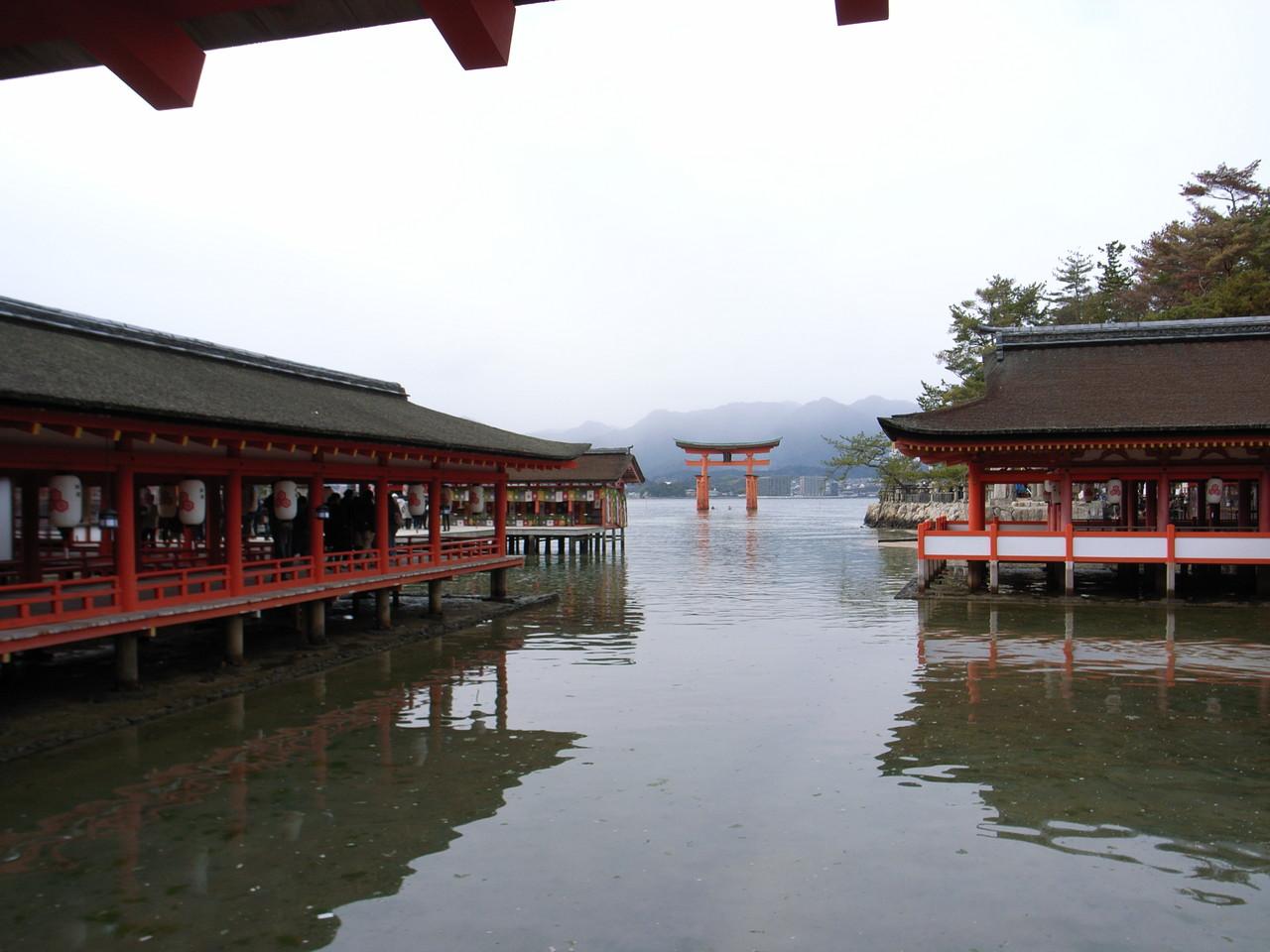 厳島神社からの鳥居