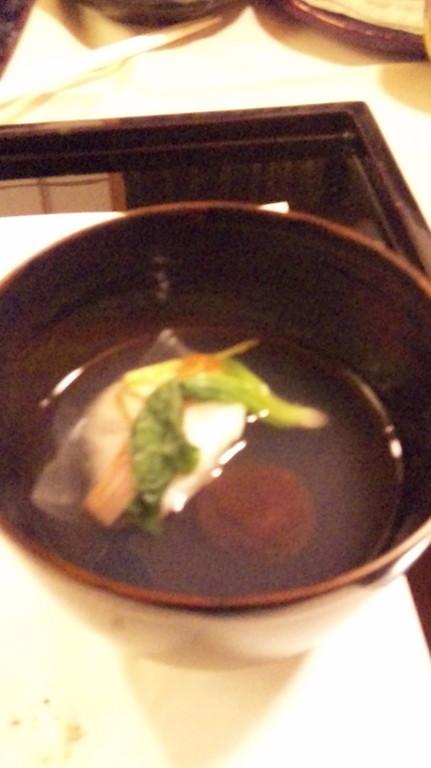 椀物 蛤の子椎茸・鶯菜・紅白独活人参・松葉柚子