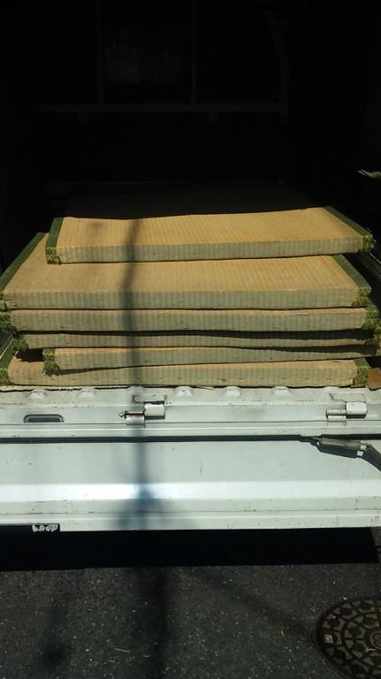古い畳は当社でお引取り処分致します。
