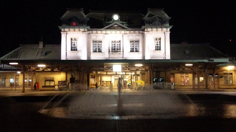 駅前広場では噴水が・・・