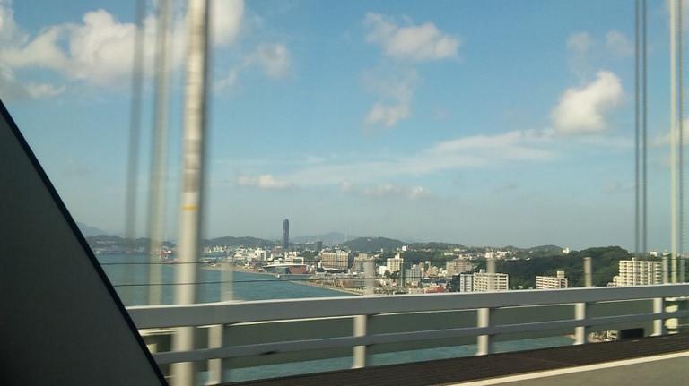 下関、海峡タワーが見えています。