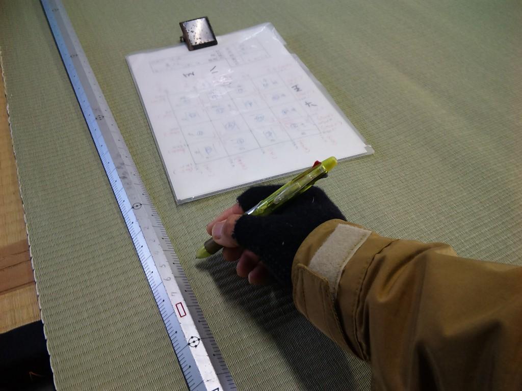 実際に現場で測ってきた図面を確認しながら、