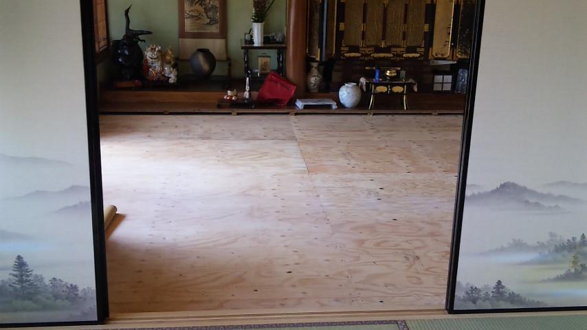 改築工事の完成で床も綺麗になりました。