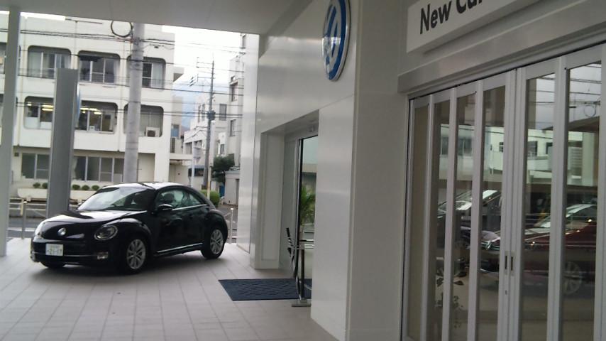 VW玄関正面に展示
