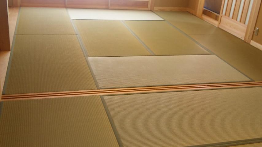 本格和室の八畳と六畳の空間。