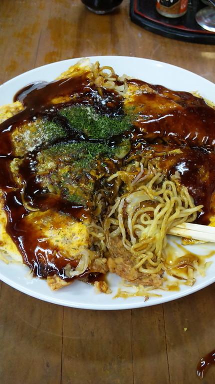 広島のお好み焼き食べときました。