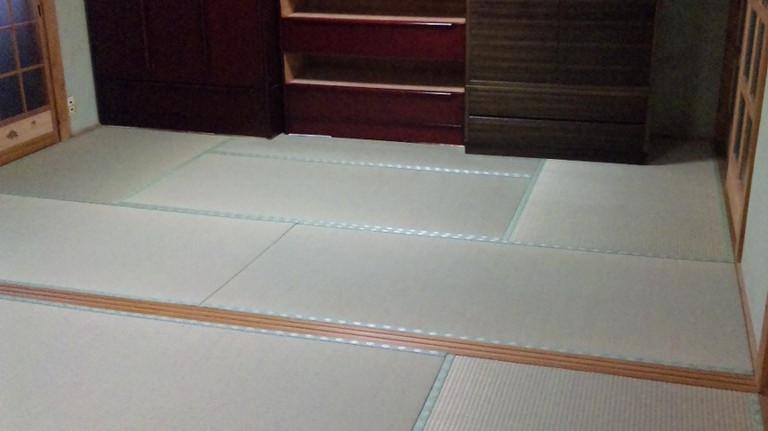 次の間6畳、敷居にかなりの段差があり、調整してこの通り。