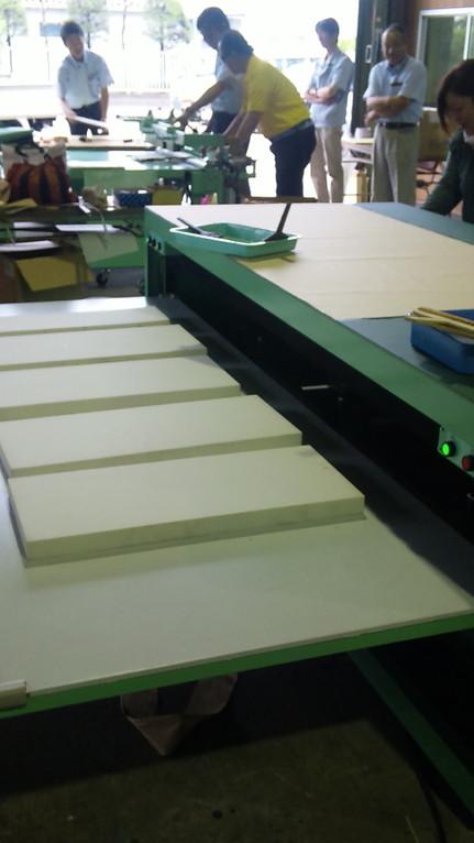 ふすま紙の張替え用張付け機