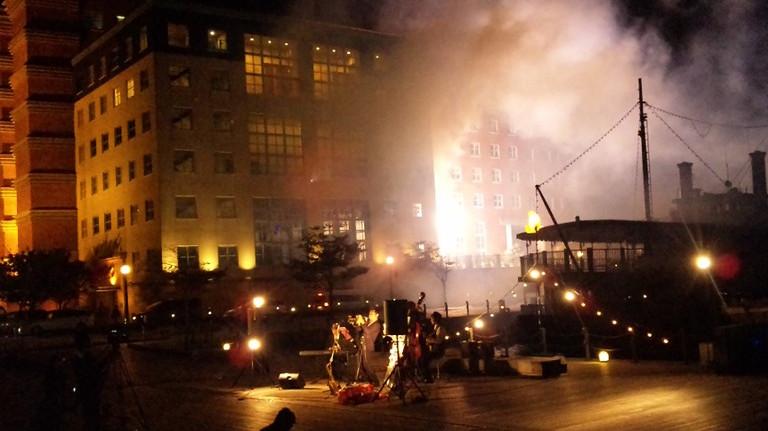 突然、門司港ホテルから仕掛け花火が・・・・